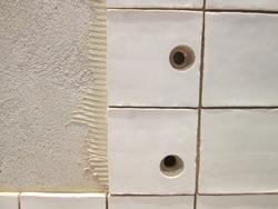 Boren In Tegels : Accu boormachines schroefmachines gaten boren in keramische tegels